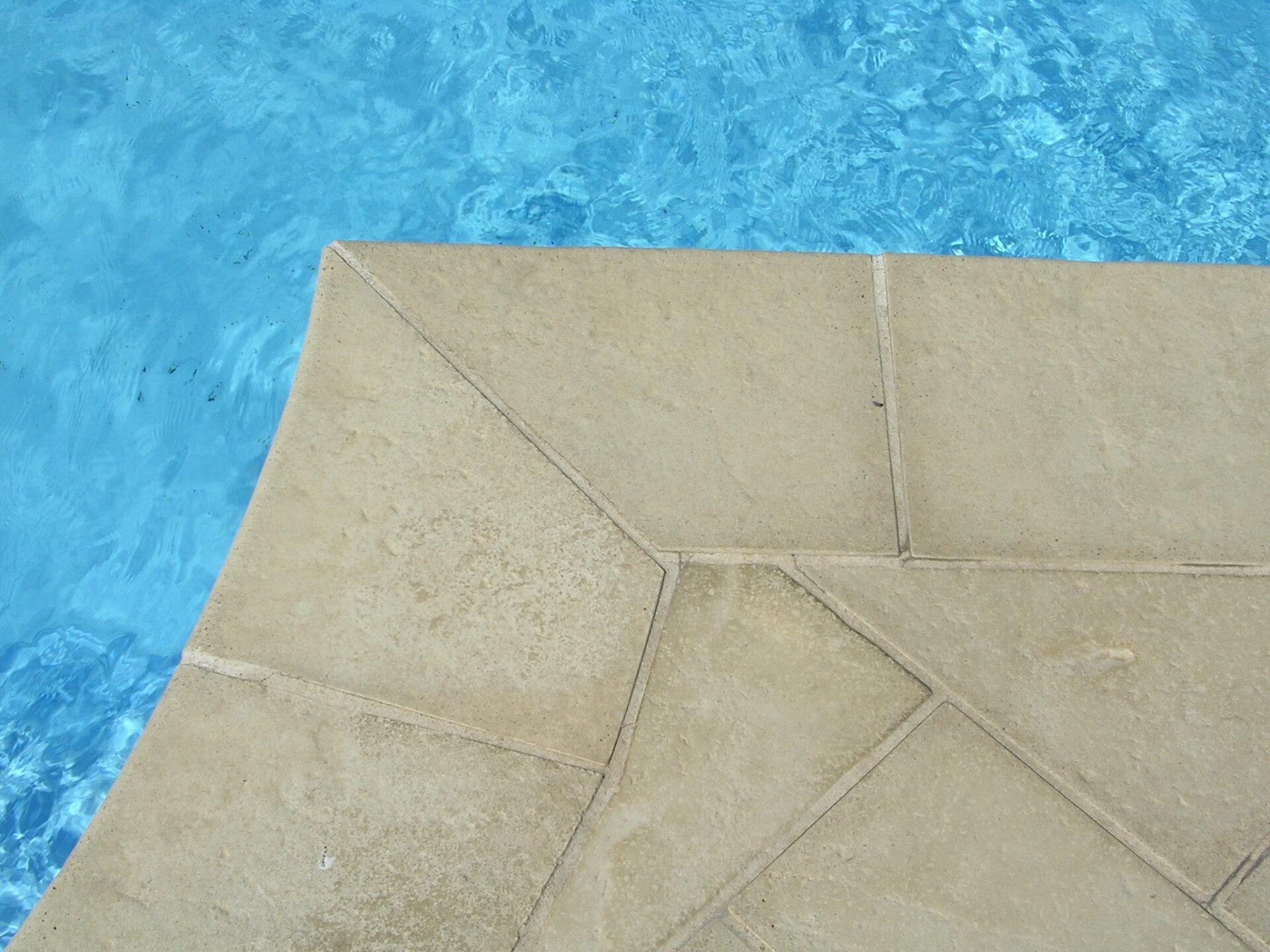 Vista dettaglio pavimentazione pietra MSPiscine